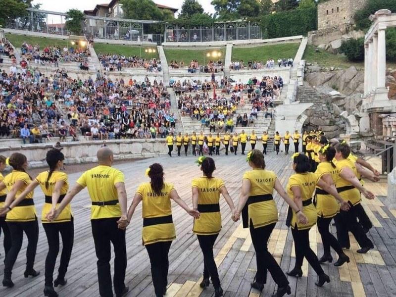Пловдивски клуб по народни танци с благотворителна кауза за рождения си ден