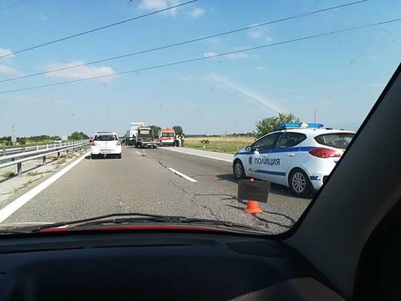 Катастрофа затапи движението на магистралата край Цалапица СНИМКИ