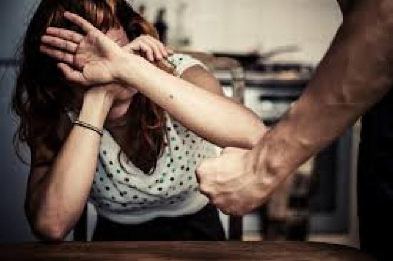 Пловдивчанка стана жертва на домашен тормоз, печелила повече от мъжа си