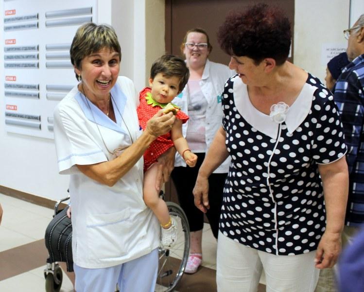 В празничния ден: Отличиха служители на пловдивска болница СНИМКИ