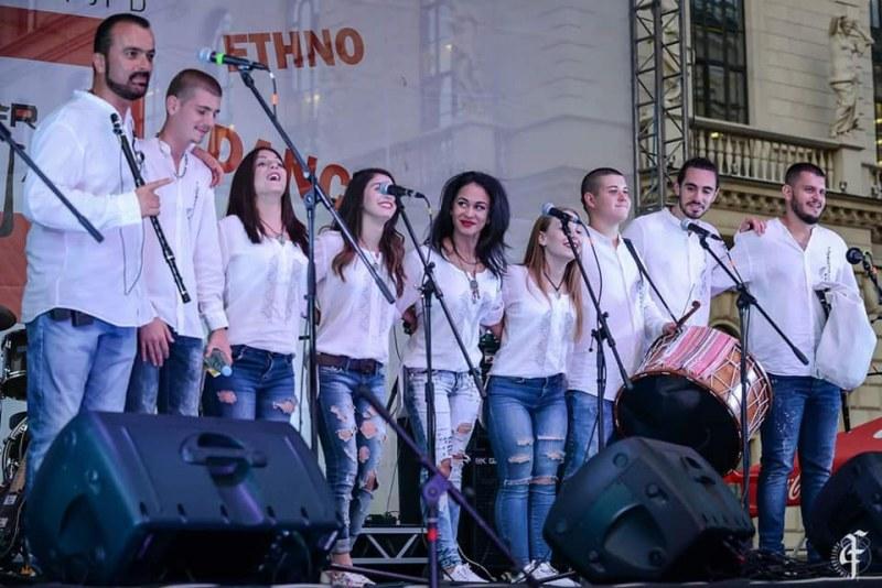 """Пловдивската """"Жарава"""" обра овациите на 100-хилядна публика в Русия СНИМКИ"""