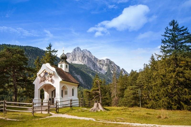 Нов храм бие камбани в сърцето на Стара планина