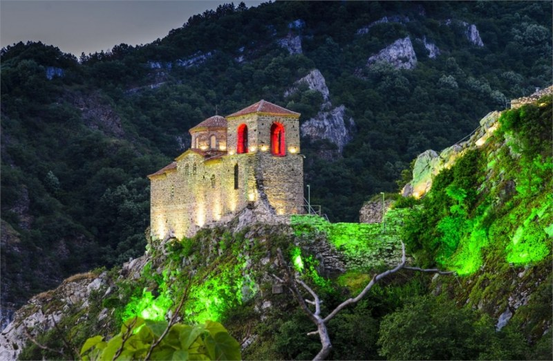 Асенова крепост крие тайната за свещеника Антимос, наказан 500 години да изпълнява Рождествена служба