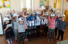Деца от Куклен превърнаха битови отпадъци в произведения на изкуството