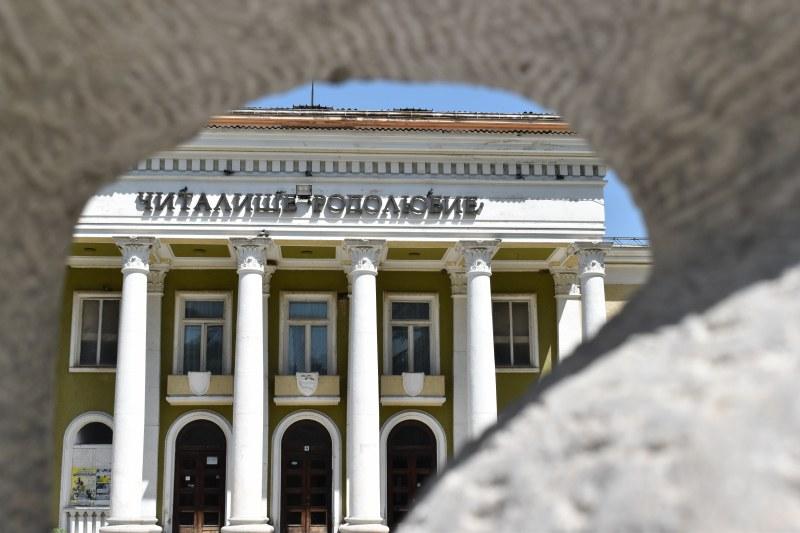 Любимци от театралната сцена пренасят коледния дух в Асеновград