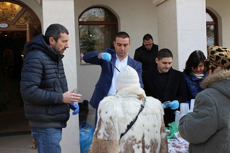 """Над 300 порции рибен курбан раздадоха за Никулден в """"Западен"""" СНИМКИ"""