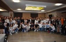 Младежи от Асеновград се събраха на благотворителен коледен бал в бяло СНИМКИ