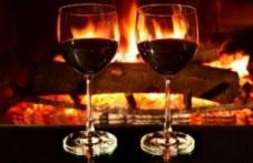 Коледа с чаша вино край огъня посрещат в брезовско село