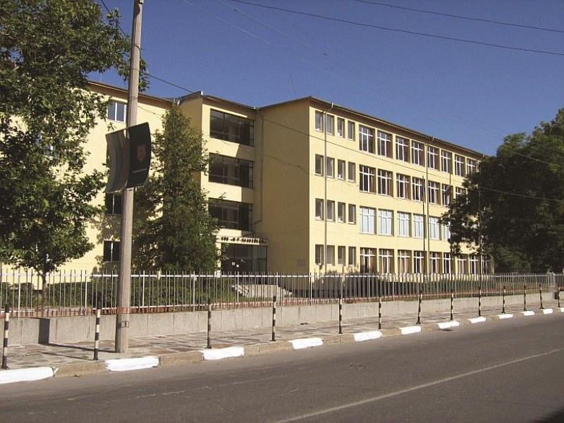"""Ремонтират кричимското СУ """"П. Р. Славейков"""", изграждат нова спортна площадка"""