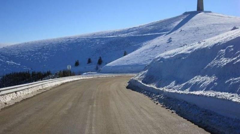 Снегът затвори Троянския проход