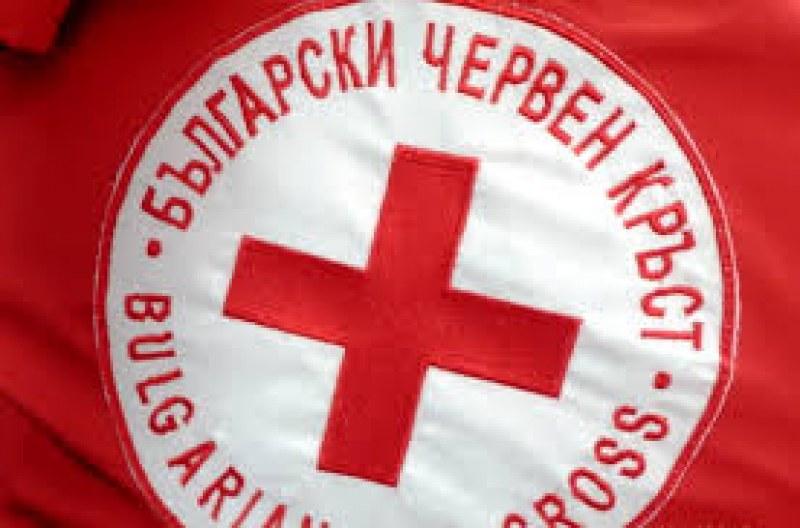 БЧК и общината раздават хранителни продукти в Хисаря