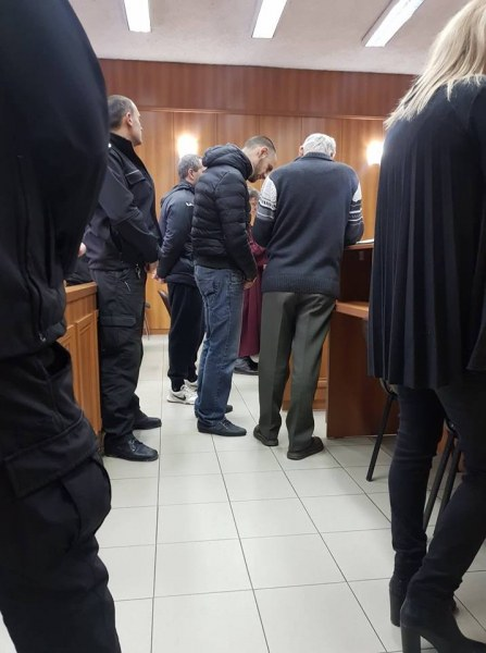 Отложиха делото срещу двамата затворници, нападнали и ограбили свой брат по съдба