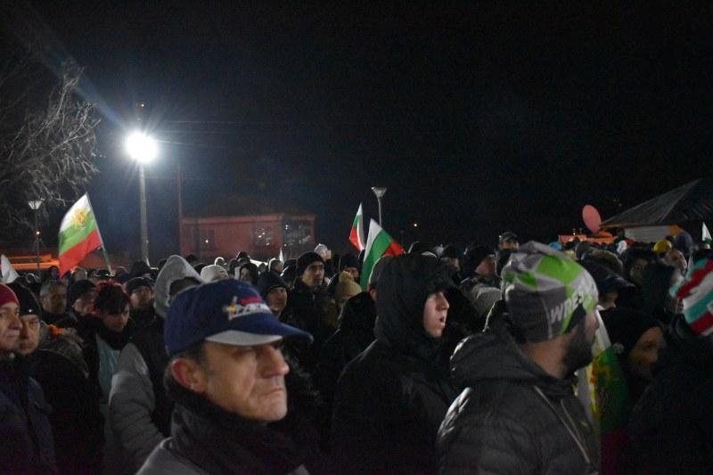 Военни, ултраси и граждани се събраха на митинга във Войводиново СНИМКИ и ВИДЕО