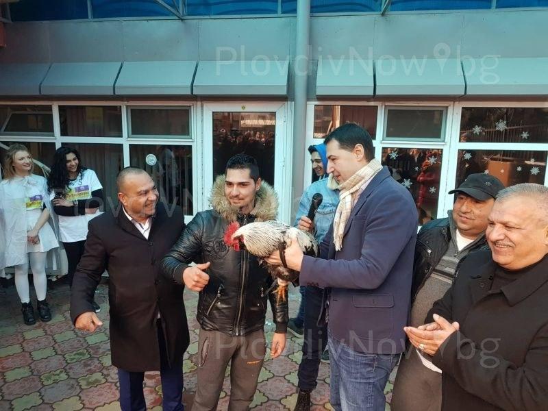 Столипиново празнува Банго Васил, роми гонят петела покрай Тотев СНИМКИ и ВИДЕО