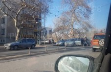 Катастрофа на зебра в Пловдив! Жена пропусна пешеходец, ванът зад нея не спря СНИМКИ