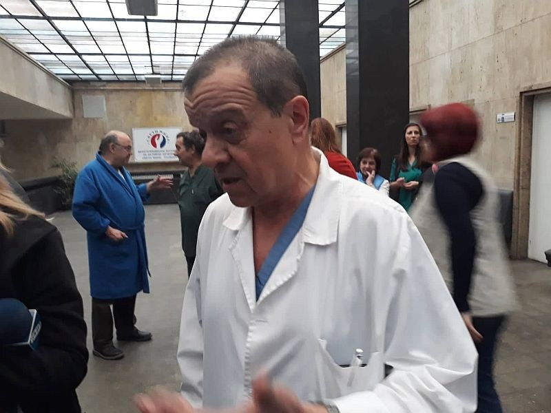 Най-краткият виц: Какво ще стане, ако американски хирург дойде да работи в България?