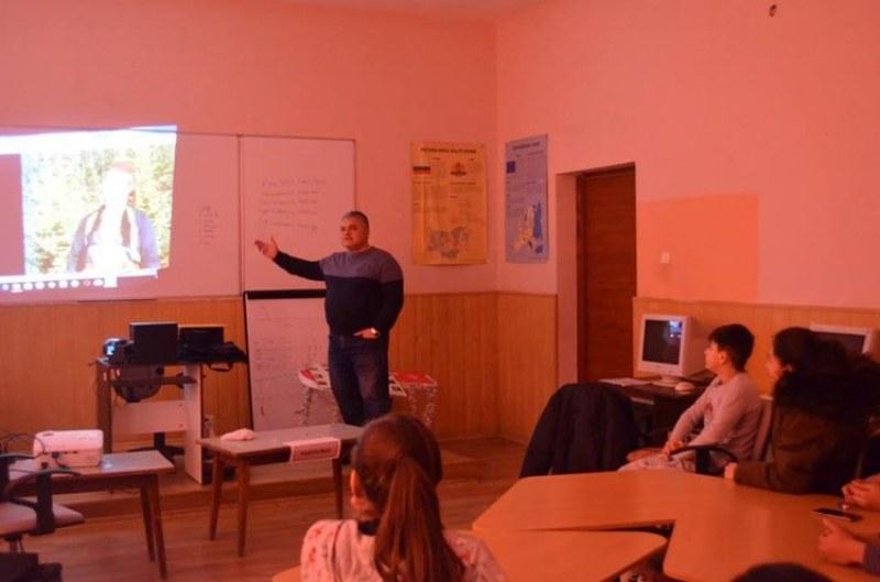 """Проектът """"ЗаЕдно Хоро"""" в Първомай представя българските традиции"""