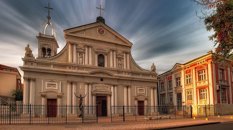 """Вече 120 години в Католическата катедрала """"Св. Лудвиг"""" пазят саркофага на Княгиня Мария Луиза"""