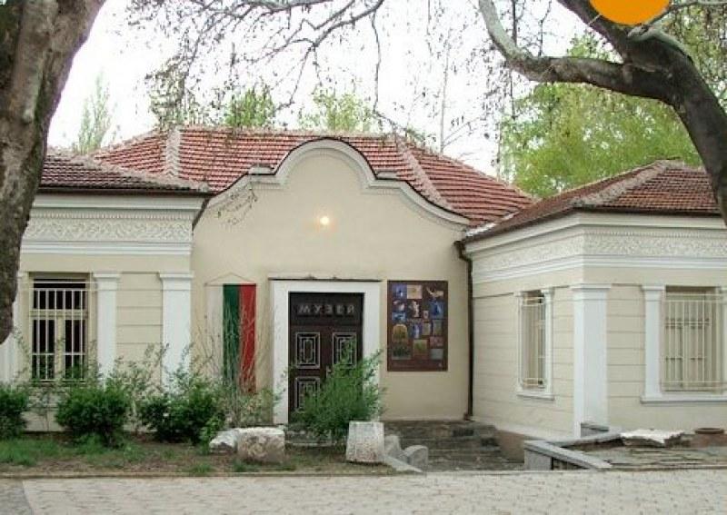 Зарязват лозата в Етнографската къща в Асеновград за здраве и плодородие