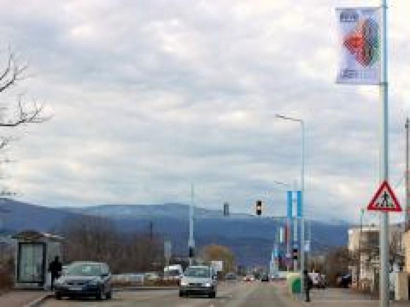 75 нови знамена се веят по Коматевско шосе СНИМКИ