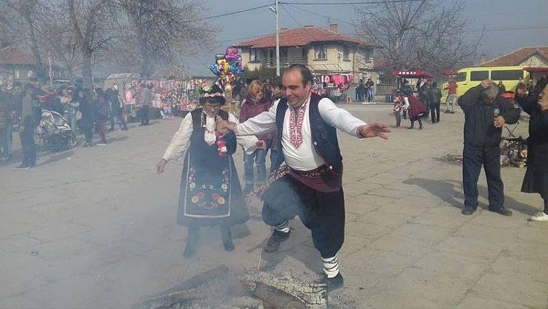 """Откраднаха най-красивата мома в село Царимир с обичая """"Муфканица"""" СНИМКИ"""