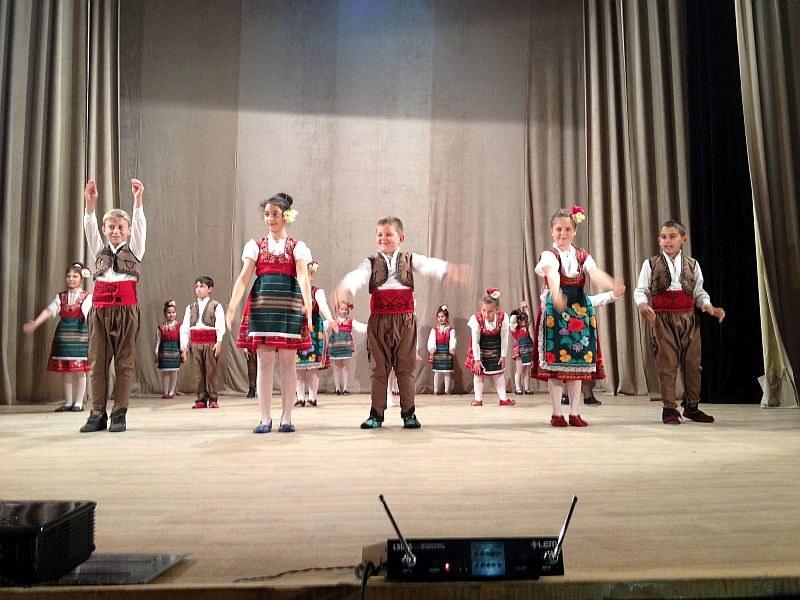 Шибил оживява на сцена в Съединение