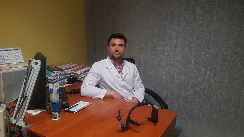 Младите лекари на Пловдив: Д-р Митев и колегите му отстраниха 12-сантиметров паразит СНИМКИ