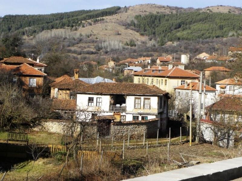 Три пожара са засегнали района на село Свежен, кметът апелира за бдителност и отговорност
