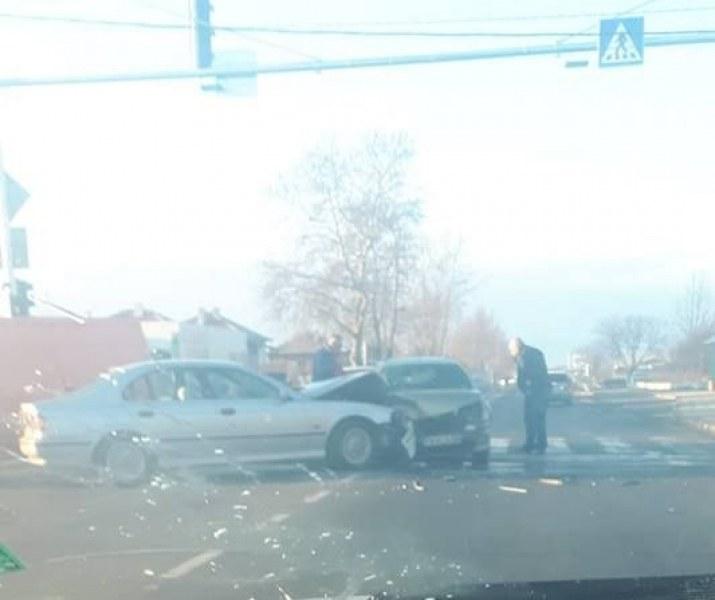 Автомобили се удариха челно край Граф Игнатиево