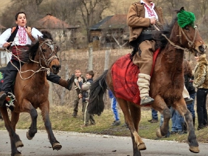 Коне и ездачи се състезават на Тодоровден в Съединение