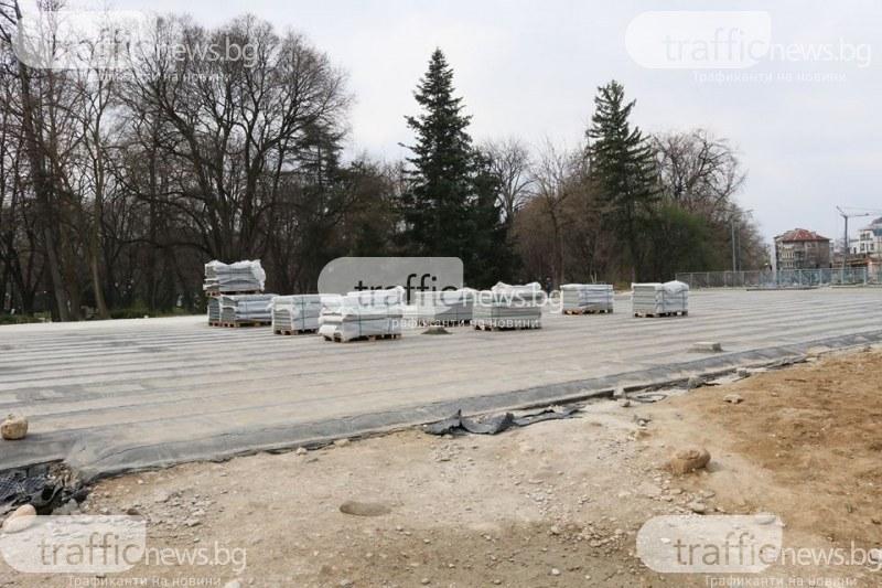 Ударен ремонт в центъра на Пловдив, полагат настилката върху подлеза на Гладстон СНИМКИ