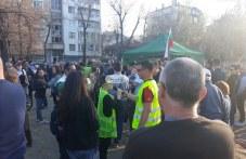 Пловдивчани, бранещи парка в Кършияка: Война ще вдигнем, но няма да си дадем парка! СНИМКИ