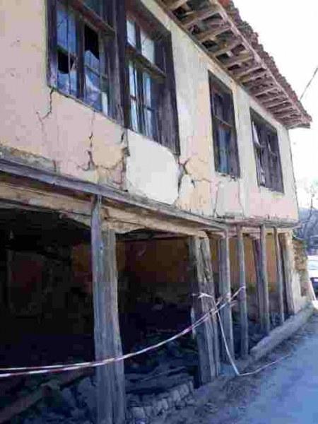 Разруха в центъра на Свежен! Паметник на културата заплашва да рухне върху главите на хората
