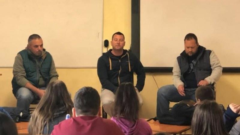 Бивши наркозависими обясняват на децата в Раковски колко е опасна дрогата