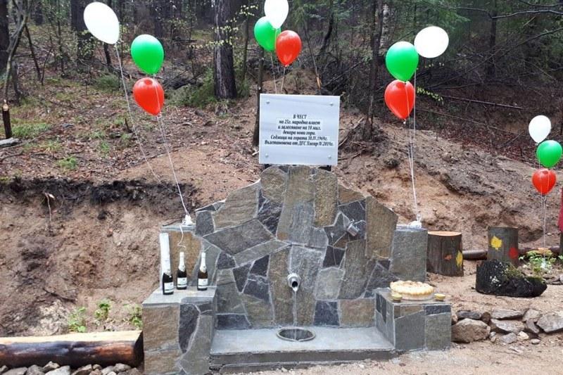 50-годишна чешма възстановена край Старосел, ученици засадиха 400 фиданки