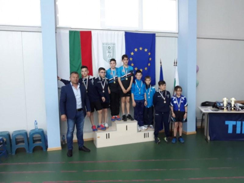 Деца от Стамболийски грабнаха златни медали на международен турнир по тенис на маса