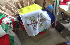 Ушиха 900 знамена за посрещането на папа Франциск в Раковски