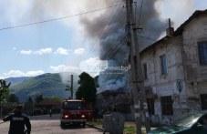 Пожар пламна в необитаема къща в Кричим, покривът рухна
