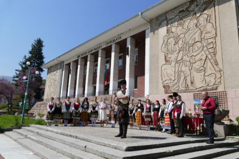 С изложба, концерт и театър продължават празниците в Перущица