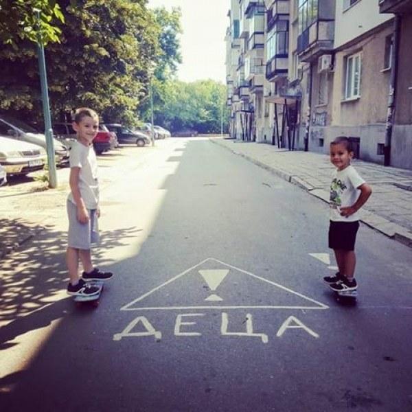 Родители от Кючука: Коли минават с висока скорост между блоковете, а децата играят навън!