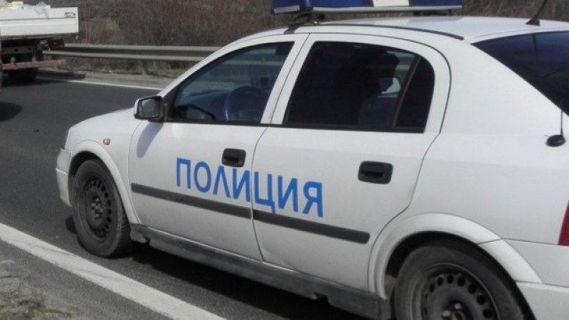 Две коли се удариха край Садово, жена е в болница