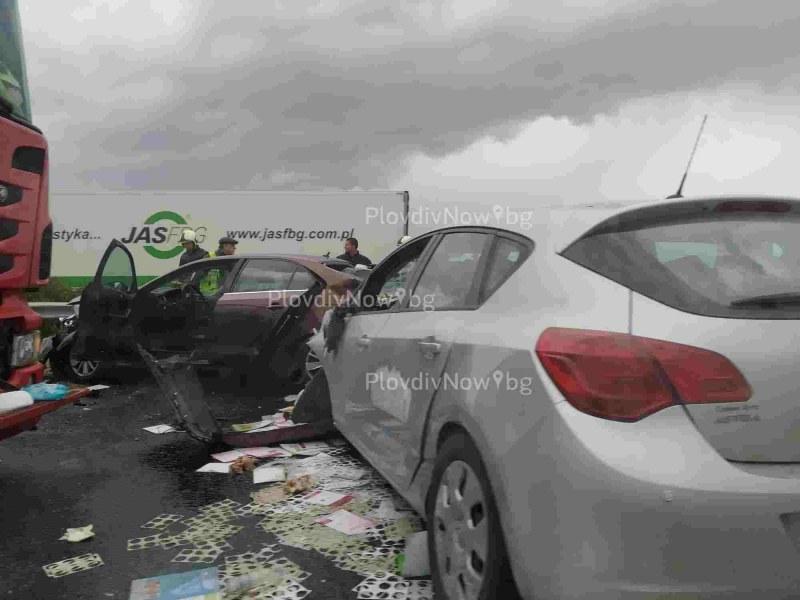 Катастрофа на магистралата край Пловдив, три коли и камион се помляха