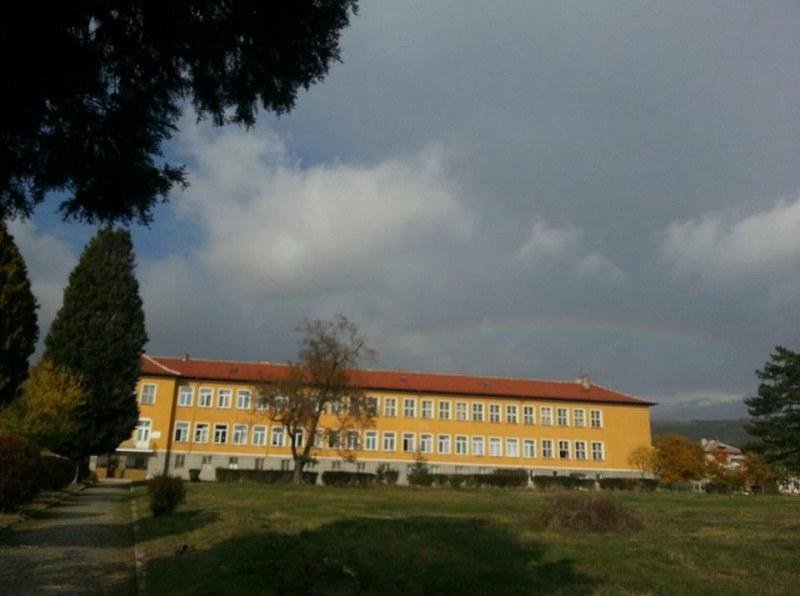 Спортна площадка ще бъде изградена в хисарско училище