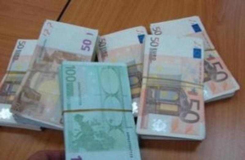 2000 евро задигнаха от къща в Първомайско