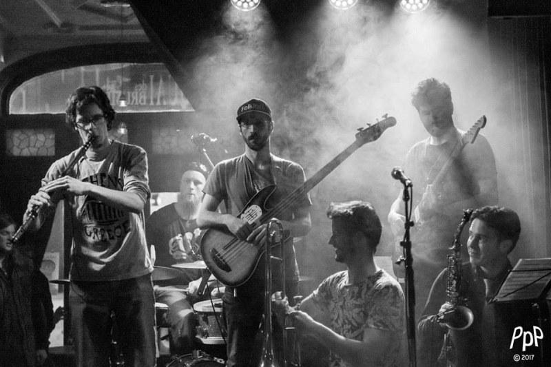Канадска група свири балкански ритми в Калофер