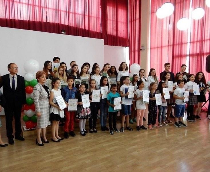 Наградиха отличниците абитуриенти на Карлово в навечерието на 24 май