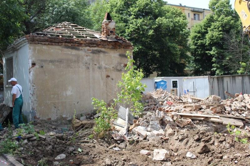 Събарят ромски къщи в Смирненски