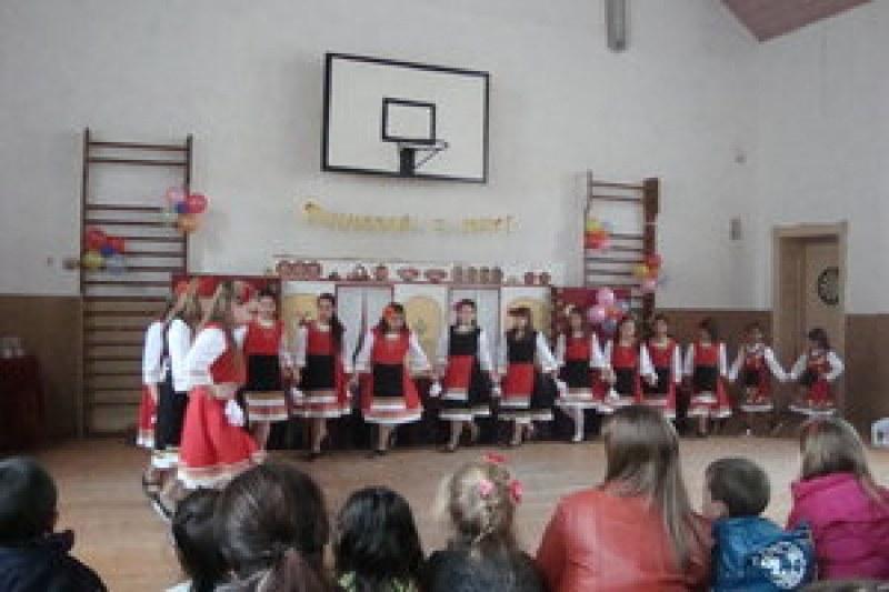 Благотворителен концерт в Първомайско събира средства за закрита сцена