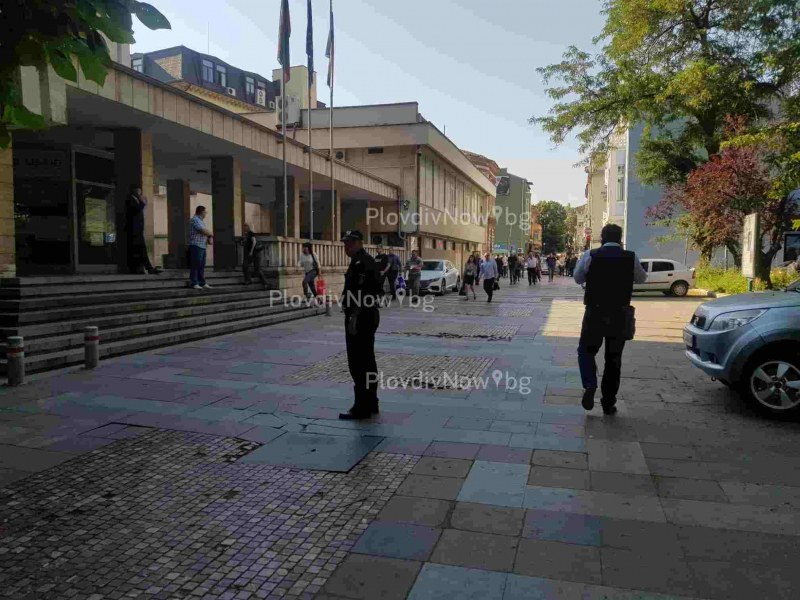 Сигнал за бомба в Пловдивския съд, отцепиха района