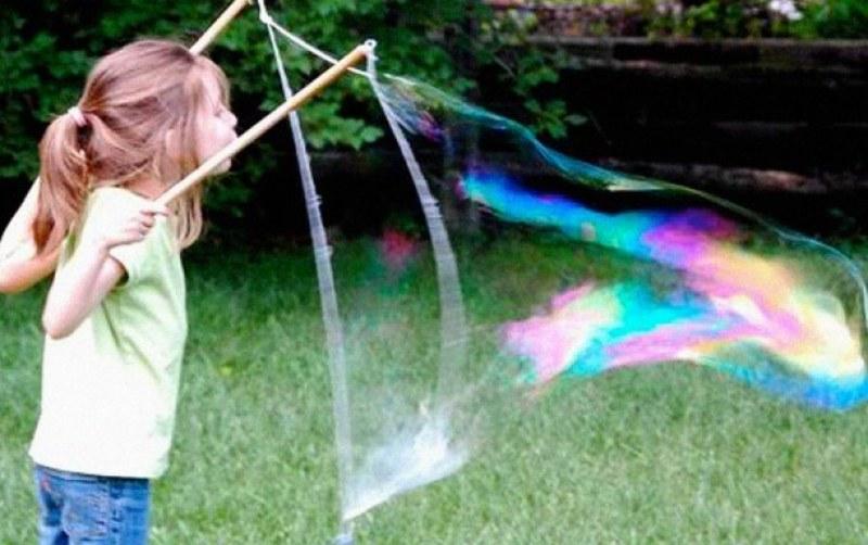 Балони, сапунени мехури и приключения за Деня на детето в Сопот
